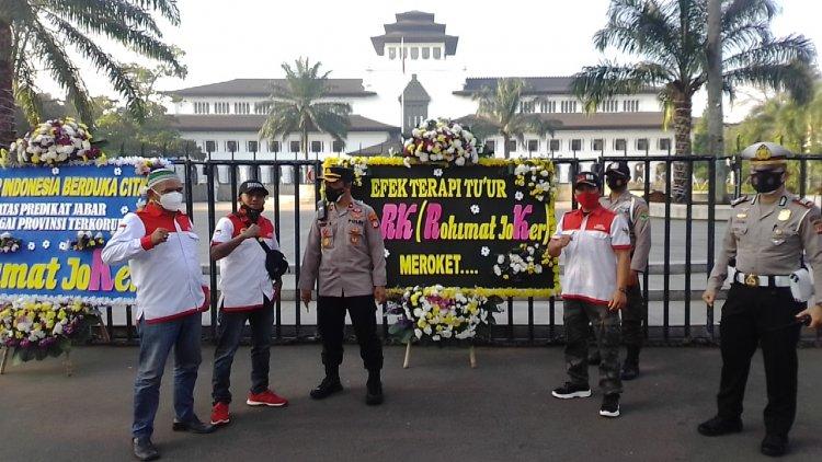 Jabar dapat Karangan Bunga Provinsi Terkorup Se Indonesia