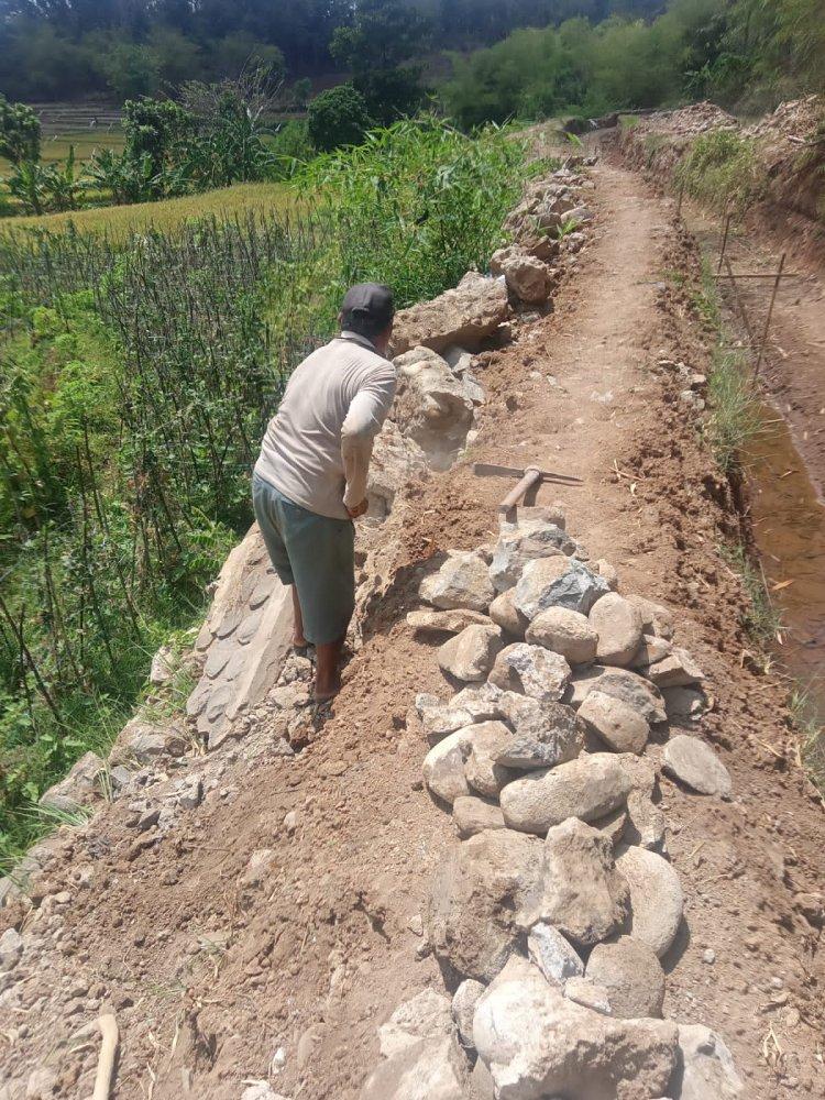 Disoal,Pekerjaan Jaringan Irigasi Di Blok Dukuh Ranji Wetan Lemahnya Kurang Pengawasan Dari Instansi Terkait
