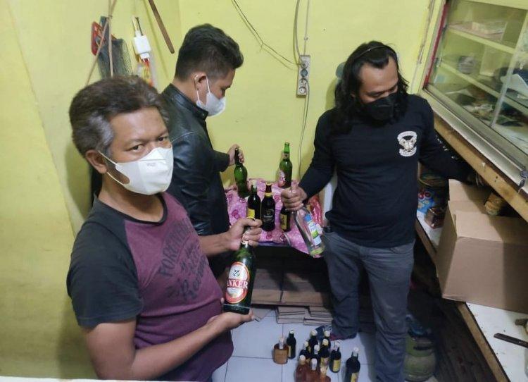Razia Miras Ilegal, Polres Majalengka Amankan Puluhan Botol Miras Pabrikan Dari Berbagai Jenis Merek